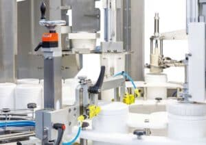 Rotative filling and capping monoblock wet wipes in canisters Shemesh Automation